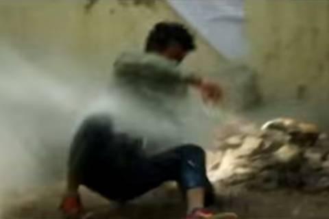 Ινδία: Οι «τιμωροί» της δημόσιας ούρησης! (video)
