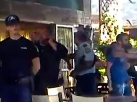 Ιερισσός: Κάτοικοι έτρεψαν σε φυγή οπαδούς της Χρυσής Αυγής (vids)