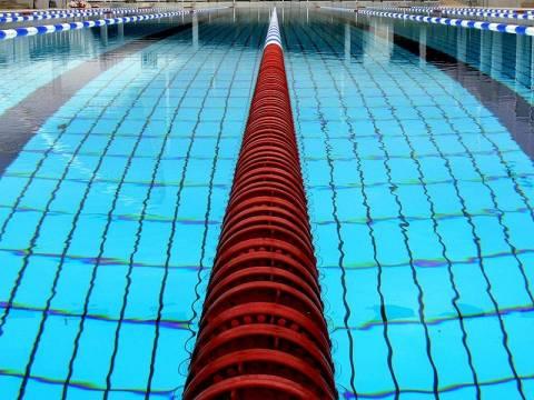 Έπιασαν 71χρονο που φωτογράφιζε ανήλικα αγόρια σε κολυμβητήριο