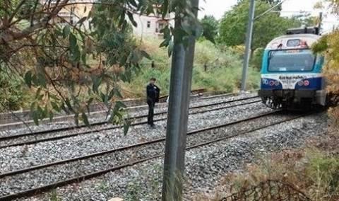 Σοκ στο Μενίδι: Τρένο χτύπησε ναρκομανή που είχε πέσει σε κώμα