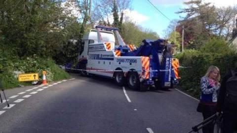 Τροχαίο δυστύχημα με λεωφορείο με δύο νεκρούς και 13 τραυματίες (pics+videos)