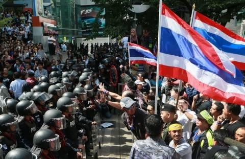Δυο νεκροί και 21 τραυματίες σε αντικυβερνητικές διαδηλώσεις στην Ταϊλάνδη