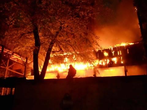 Στις φλόγες εστιατόριο στη Νέα Ερυθραία