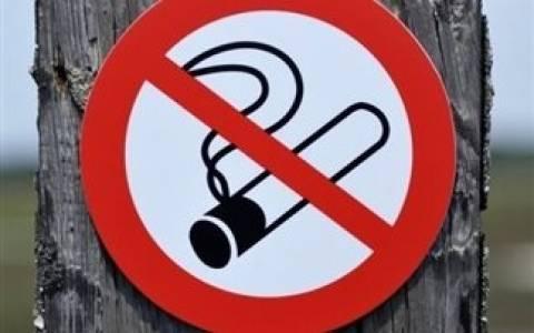 Θα απαγορεύσουν το κάπνισμα και στο δρόμο