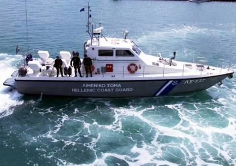 Νέα Μουδανιά: Συνεχίζονται οι προσπάθειες αποκόλλησης του φορτηγού πλοίου