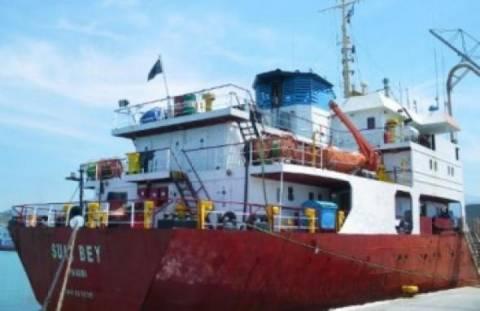 Χαλκιδική: Αποκολλήθηκε το πλοίο που είχε προσαράξει στα Νέα Μουδανιά