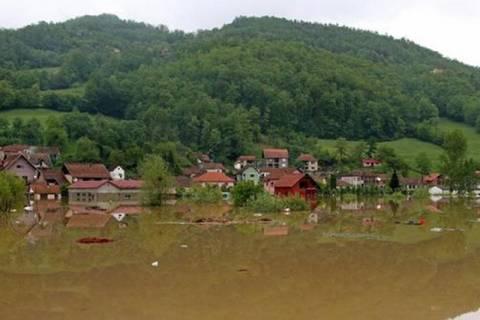 Σερβία – Βοσνία: Αποστολή βοήθειας από Ρωσία και ΕΕ