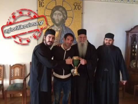 Ο αρχηγός της Εθνικής, Γιώργος Καραγκούνης στο Άγιον Όρος!
