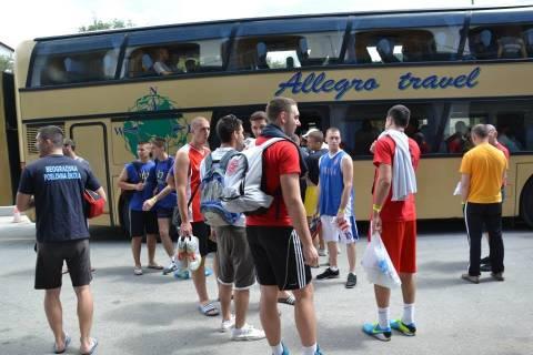 Χαλκιδική: Aπόβαση Σέρβων φοιτητών στην Ουρανούπολη (φωτό)