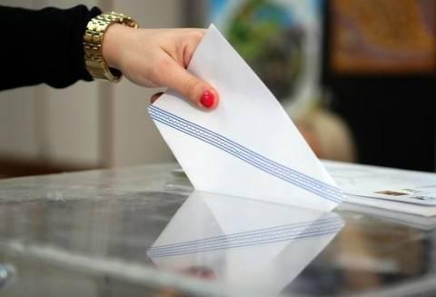 ΑΠΙΣΤΕΥΤΟ: Δείτε το - Βρέθηκε κόκκινο εσώρουχο μέσα στο ψηφοδέλτιο (pic)