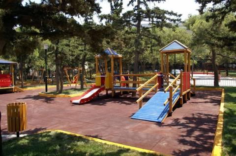 Λαγυνά: Αντικαταστάθηκαν φθαρμένα όργανα παιδικής χαράς δύο νηπιαγωγείων