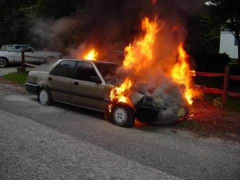 Κρήτη: Αυτοκίνητο έπιασε φωτιά εν κινήσει