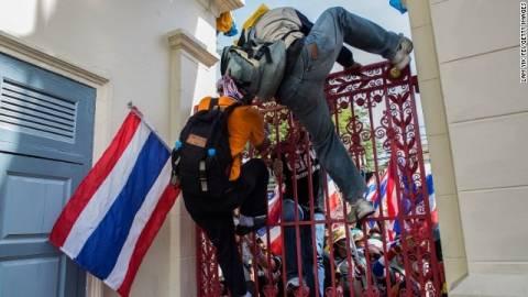 Ταϊλάνδη: Συνεχίζουν τις διαδηλώσεις παρά τον στρατιωτικό νόμο