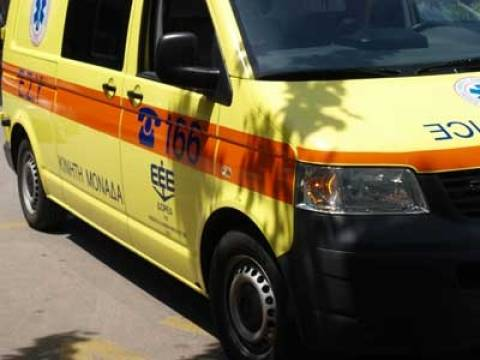 Σύγκρουση δικύκλου με ποδήλατο στη Λευκάδα - Στο νοσοκομείο οι οδηγοί