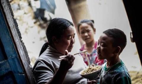 Κίνα: Πατέρας αυτοκτόνησε για να μην μείνουν αμόρφωτα τα παιδιά του