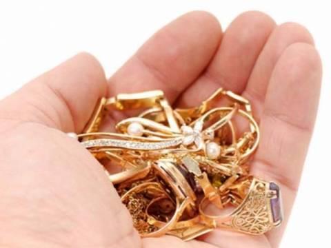 Αττική: Οικιακή βοηθός έκλεψε κοσμήματα αξίας 2 εκατ. ευρώ