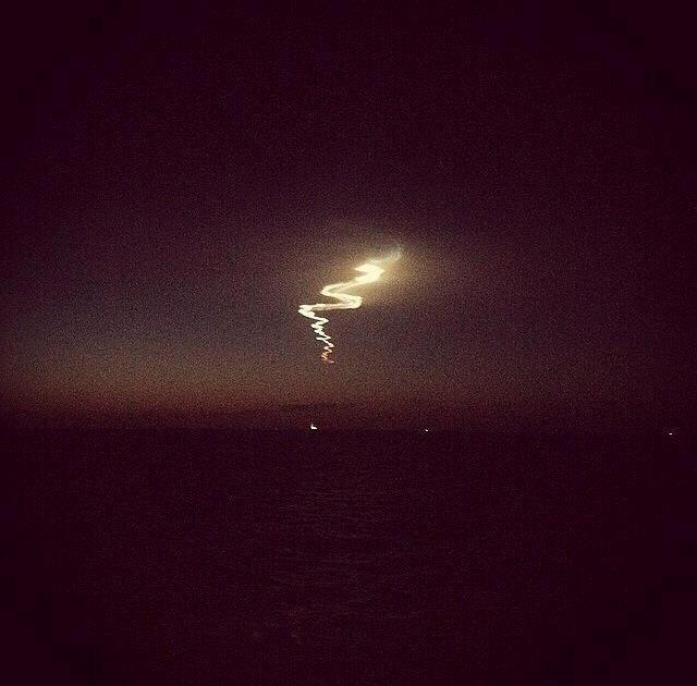 Σάλος στο διαδίκτυο: Περίεργα φώτα και σημάδια στον ουρανό (pics)