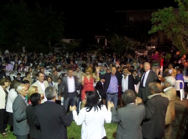 Δημοτικές εκλογές 2014 - Δήμαρχος έκανε το τραπέζι σε 1.000 άτομα! (pics)