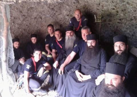 Εντυπωσίασαν οι μοναχοί: Πήγαν με τα ράσα τους για αναρρίχηση!