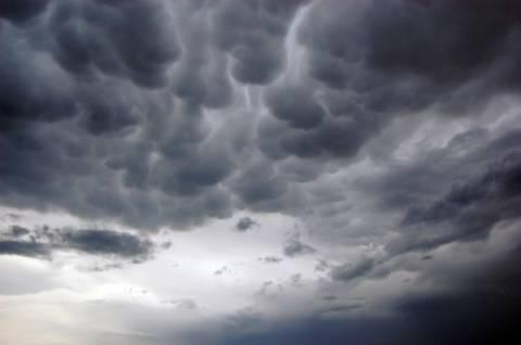 «Χαλάει» ο καιρός – Έρχεται σκόνη στα δυτικά και τα νότια