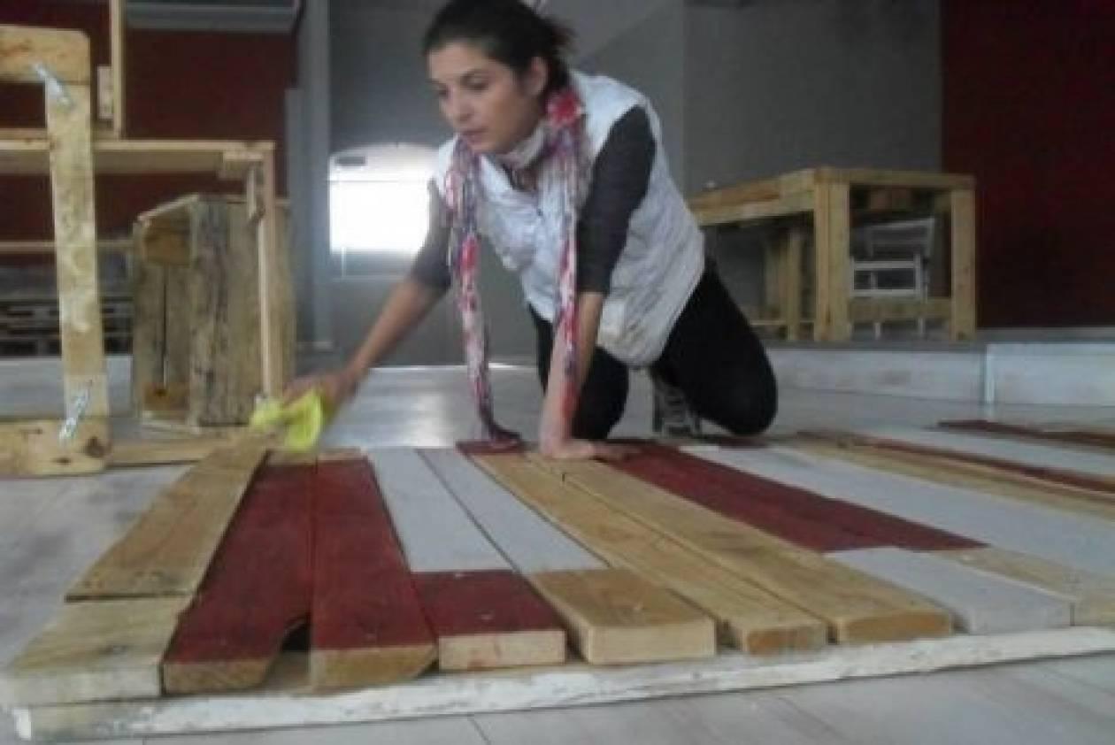 Θεσσαλονίκη: Φτιάχνοντας έπιπλα από παλέτες