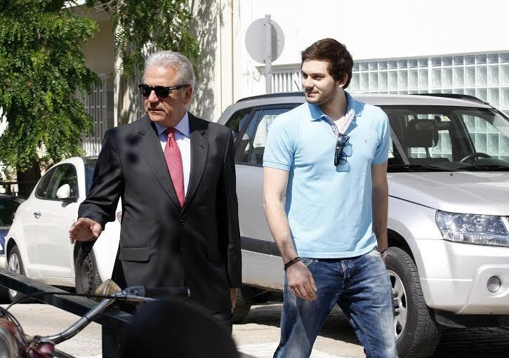 Ευρωεκλογές 2014:  Ψήφισε ο Δημήτρης Αβραμόπουλος στο Παγκράτι