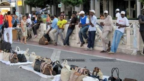 Θεσσαλονίκη: Εκατοντάδες προϊόντα «μαϊμού» κατασχέθηκαν
