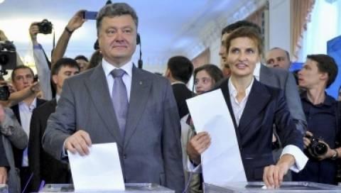 Ουκρανία: Ο νικητής Ποροσένκο δεσμεύθηκε να τερματίσει τον πόλεμο