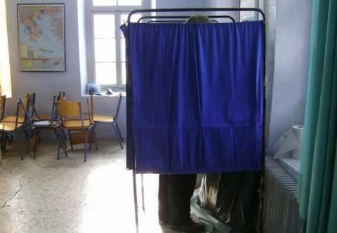 Ευρωεκλογές 2014: Αυτοσχεδίασαν για το… παραβάν