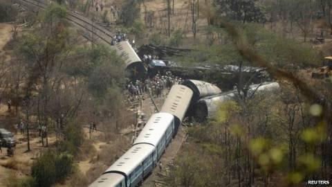 Σύγκρουση τρένων στην Ινδία. Τουλάχιστον 20 οι νεκροί (pics+ video)