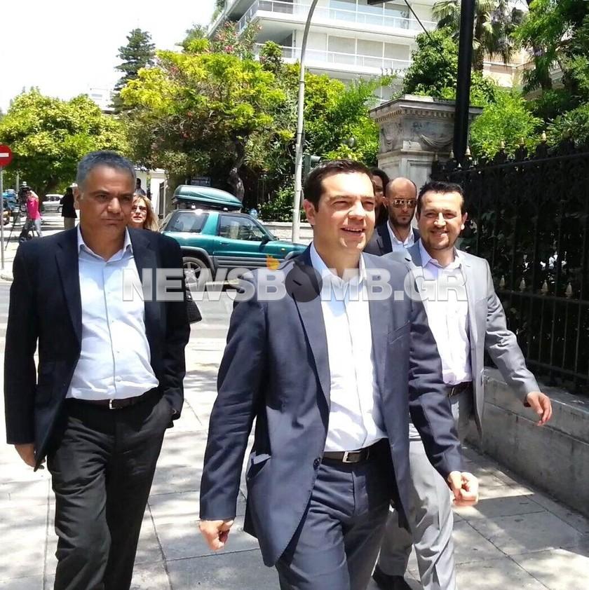 Ευρωεκλογές 2014 - Στο Προεδρικό Μέγαρο ο Αλέξης Τσίπρας (pics+vid)
