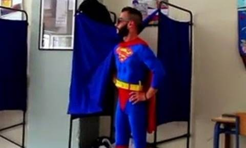 Eυρωεκλογές 2014: Στις κάλπες της Θεσσαλονίκης ψήφισε ο Superman(vid)