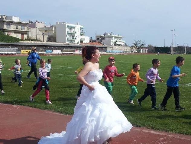 Πήγαν για ζέσταμα πριν την… κρεμάλα: Για τρέξιμο στο στάδιο νύφη και γαμπρός (pics)