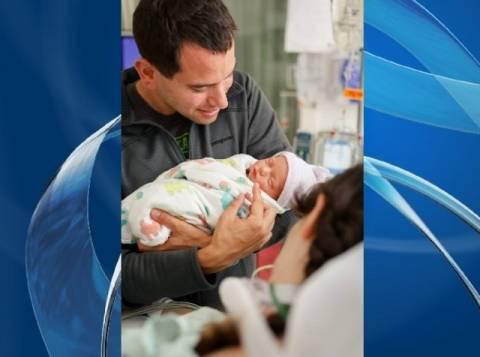 Γέννησε ένα υγιέστατο παιδί αν και είναι σε κώμα! (βίντεο)