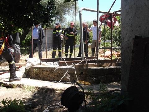 Μεγάλη επιχείρηση της Πυροσβεστικής - 50χρονος έπεσε σε πηγάδι