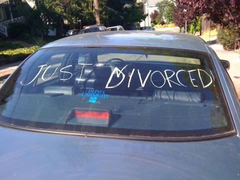 Ζήτησε διαζύγιο γιατί ήταν ακόμα....