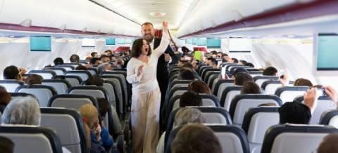 Δε θα πιστέψετε τι έγινε μέσα στο αεροπλάνο (βίντεο)
