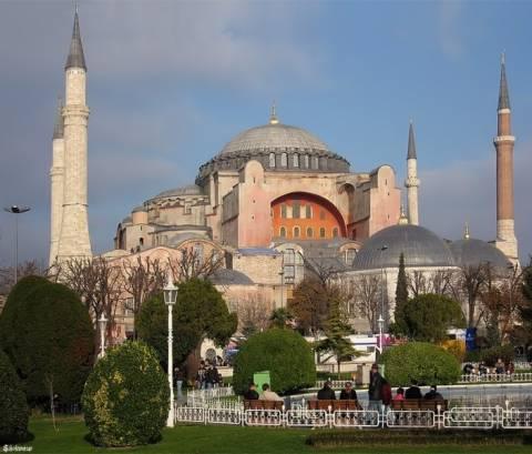 Αγιά Σοφιά: Τελετή Μουσουλμάνων με στόχο τη μετατροπή της σε τζαμί
