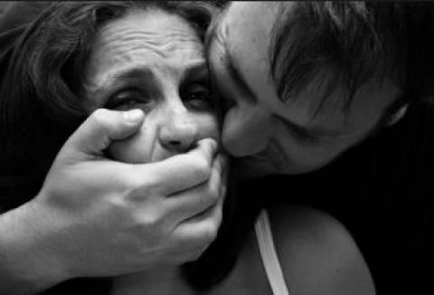 Συγκλονίζει η μαρτυρία της: Με βίασε 3 φορές σε σχολείο και στο διαμέρισμά του