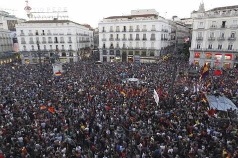 Στους δρόμους οι Ισπανοί που ζητούν το τέλος της μοναρχίας