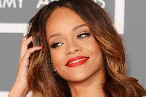 Προκαλεί... εγκεφαλικά: Τα πάντα μας έδειξε η Rihanna με τη διάφανη τουαλέτα