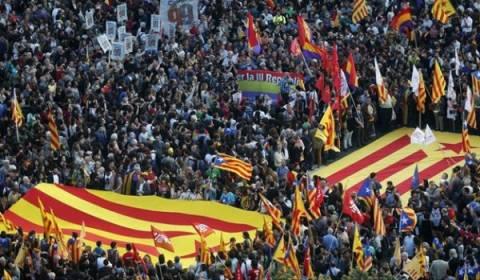 Οι Ισπανοί πανηγύρισαν την παραίτηση του Χουάν Κάρλος