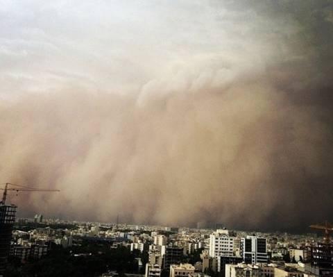 Βίντεο: Η στιγμή που η Τεχεράνη χτυπήθηκε από τη φονική αμμοθύελλα