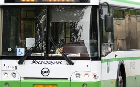 Автобус наехал на пешеходов в Петербурге