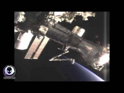 Βίντεο: UFO εμφανίστηκε δίπλα στο Διεθνή Διαστημικό Σταθμό