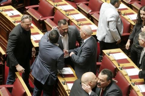 Αρχίζει η ψηφοφορία για την άρση ασυλίας των βουλευτών της Χ.Α