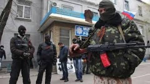 Ουκρανία: Κατάληψη τριών κυβερνητικών κτιρίων από αυτονομιστές