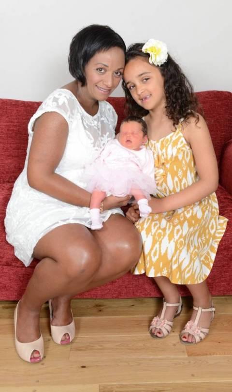 Επτάχρονη βοήθησε τη μητέρα της να... γεννήσει! (pics)