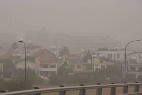 Συναγερμός στη Κύπρο με τη σκόνη στην ατμόσφαιρα