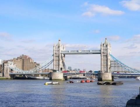Теплоход врезался в Тауэрский мост в Лондоне, есть раненые